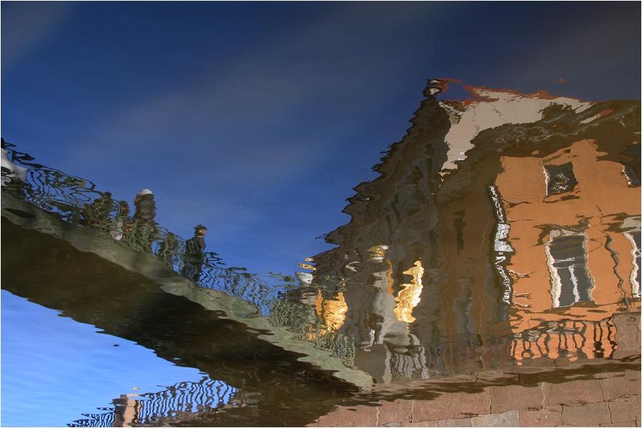 "фото ""Кривое зеркало"" метки: город, пейзаж, вода"