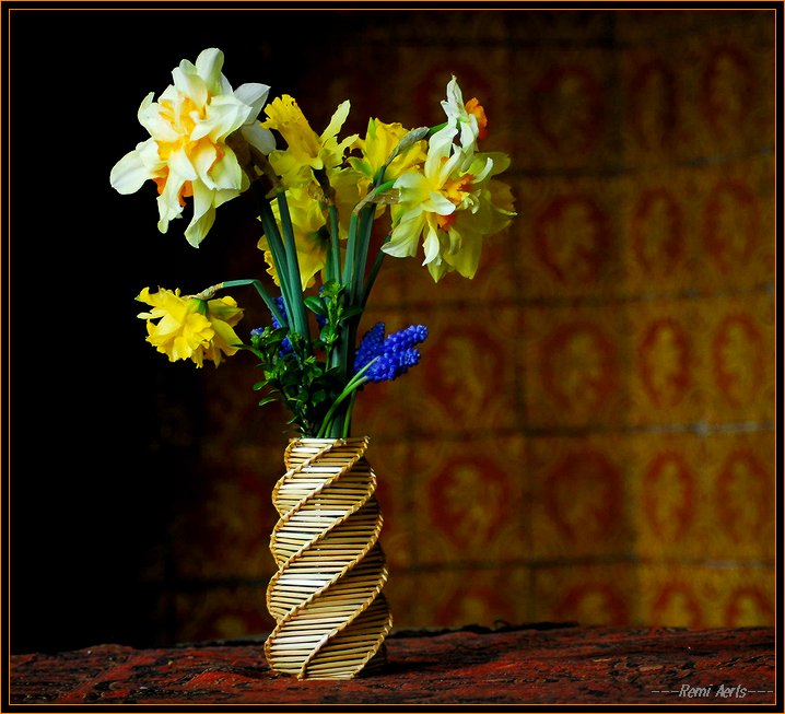 "photo ""springcolors"" tags: macro and close-up, interior,"