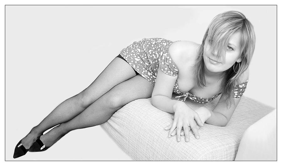 "photo ""Smiling"" tags: black&white, glamour,"