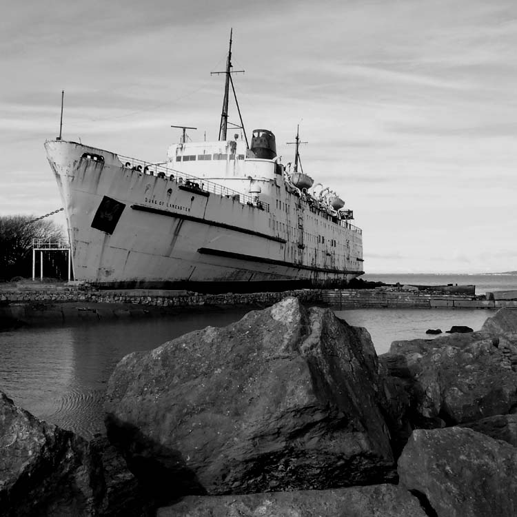 "photo ""The Ship"" tags: black&white,"