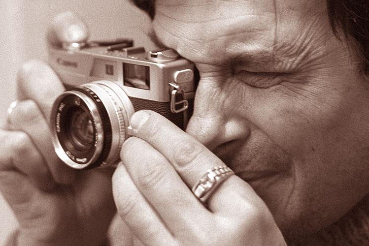 "photo ""Photographer"" tags: black&white, genre,"