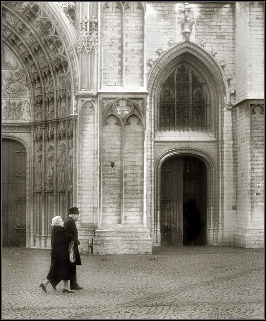 "photo ""To Mass"" tags: architecture, black&white, landscape,"
