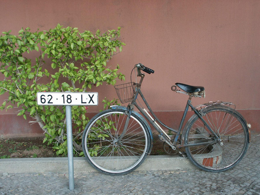 "photo ""The Portuguese love bikes 37/38"" tags: travel, Europe"