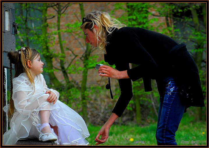 """photo """"mother photographer"""" tags: portrait, reporting, woman"""
