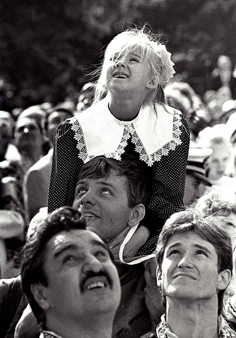 """photo """"""""See the pope(pa)....."""""""" tags: genre, black&white,"""