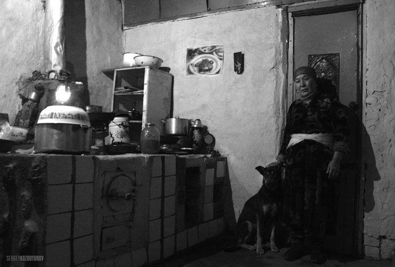 "фото ""Айна. Супруга Болот-байке. Хозяйка в придорожном кафе ""БАТКЕН"""" метки: жанр, путешествия, Азия"