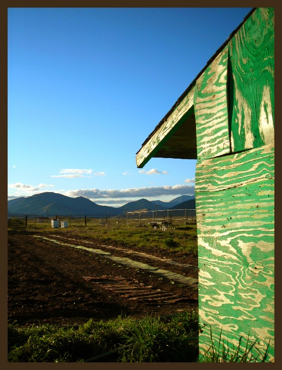 "photo ""Green shed with a view"" tags: landscape, mountains"