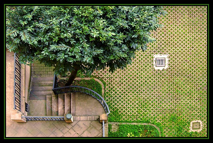 "photo ""A Courtyard in Milan"" tags: architecture, travel, landscape, Europe"