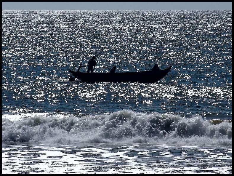 бурей рыбаков унесло в море