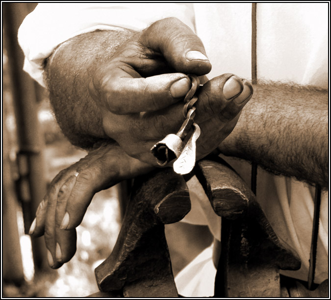 """фото """"Steel rose in steel hands"""" метки: портрет, репортаж, мужчина"""