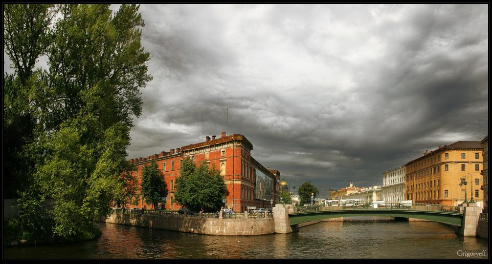 "фото ""Река Мойка возле Новой Голландии. Вид на здание Флотского экипажа,"" метки: архитектура, пейзаж, облака"