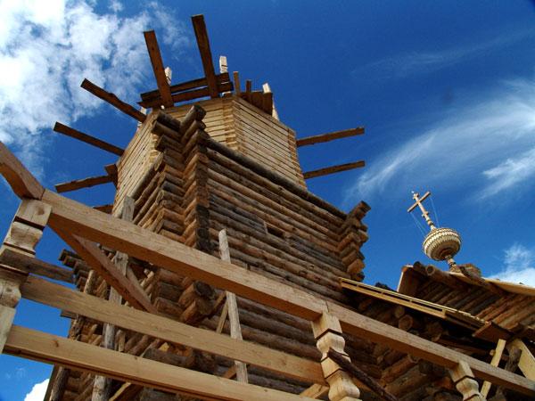 "фото ""Строящаяся деревянная церковь"" метки: ,"
