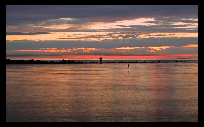 "фото ""про ночь, Ладогу и рыбака"" метки: пейзаж, вода, закат"