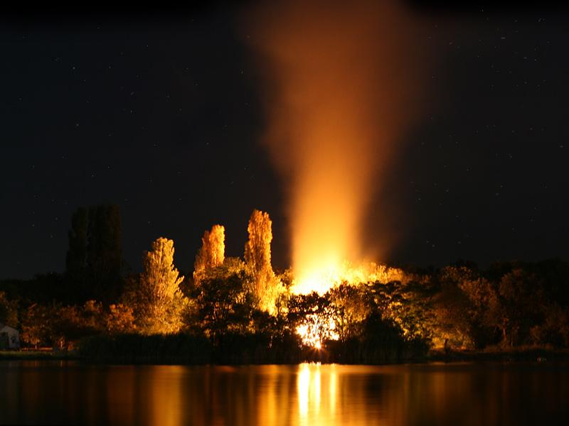 """фото """"Пожар на острове"""" метки: пейзаж, вода, ночь"""
