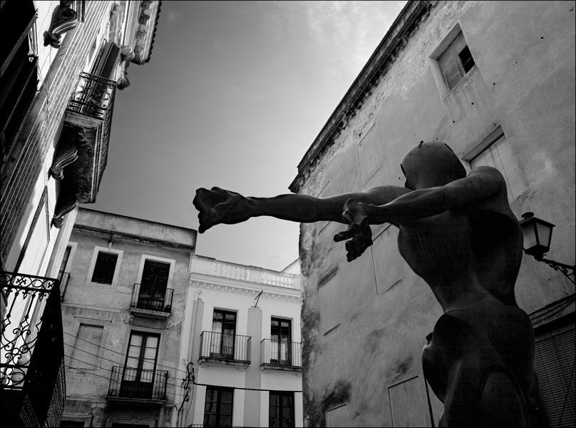 "photo ""***"" tags: black&white, city,"