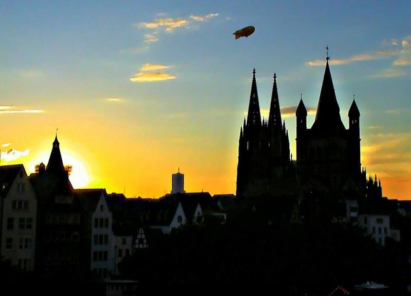 "фото ""Проплывая над Домским собором."" метки: пейзаж, путешествия, Европа, закат"