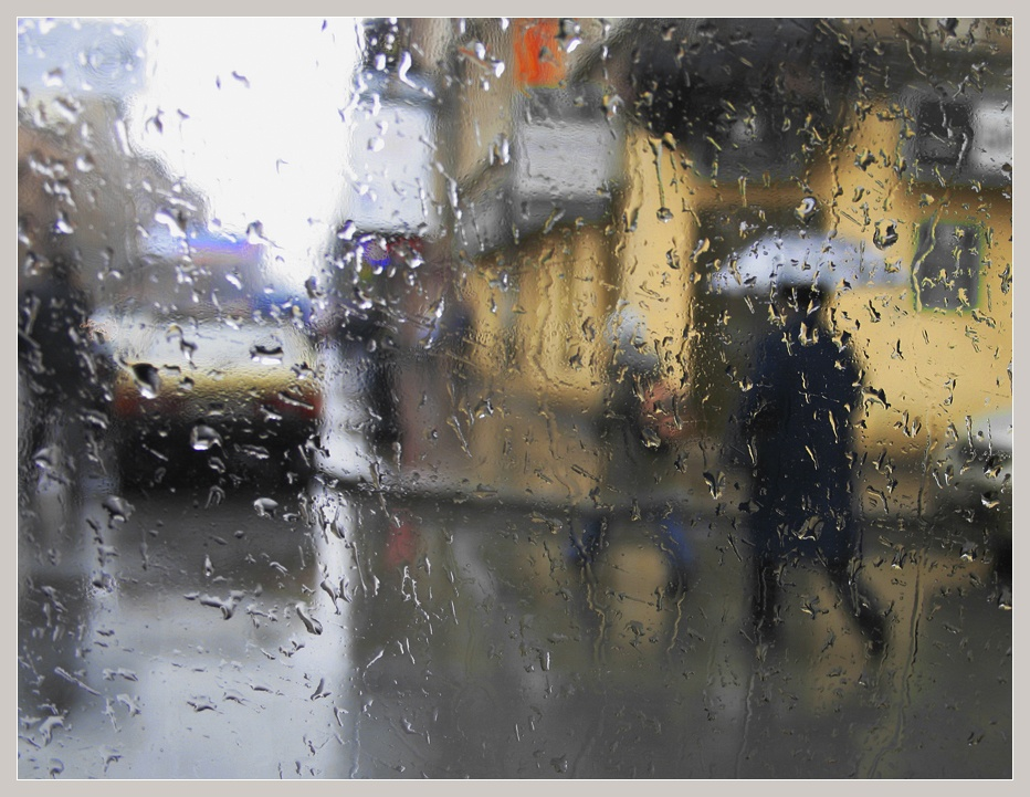 "photo ""it rains"" tags: city, reporting,"