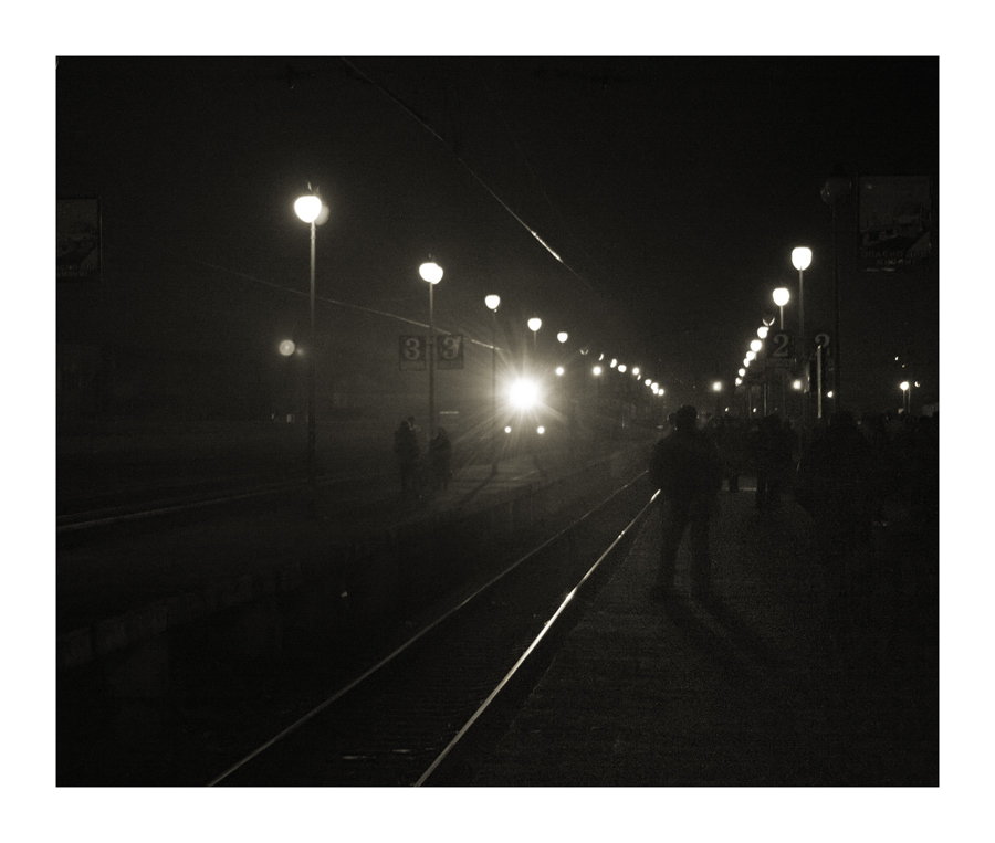 "photo ""Arrival of a train"" tags: black&white, genre,"