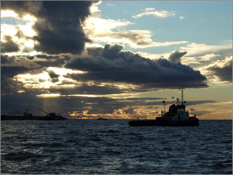 """фото """"Буксир"""" метки: пейзаж, закат, облака"""