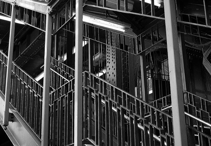 """photo """"Iron flow"""" tags: black&white, city,"""