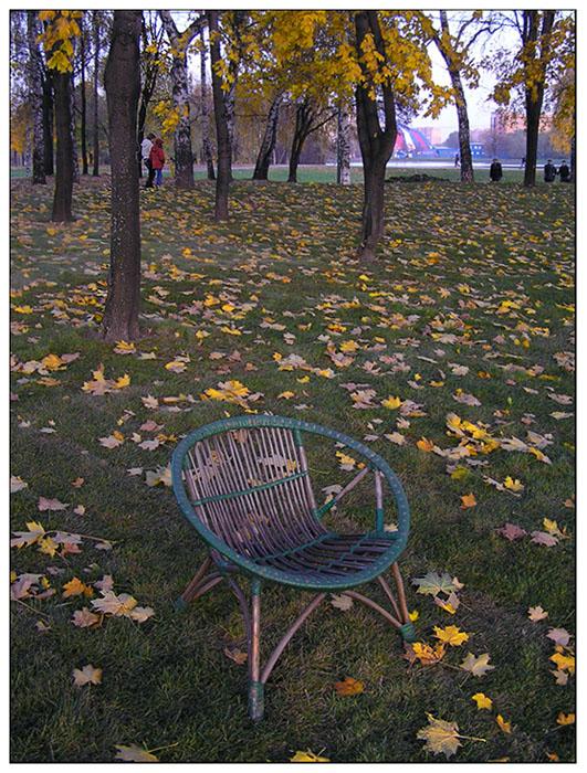 """фото """"В осеннем парке городском или брошенное кресло."""" метки: пейзаж, осень"""