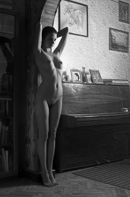 """фото """"Кариатида в отдельной взятой квартире"""" метки: ню, черно-белые,"""