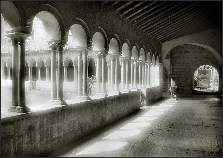 "photo ""Cloitre"" tags: architecture, black&white, landscape,"