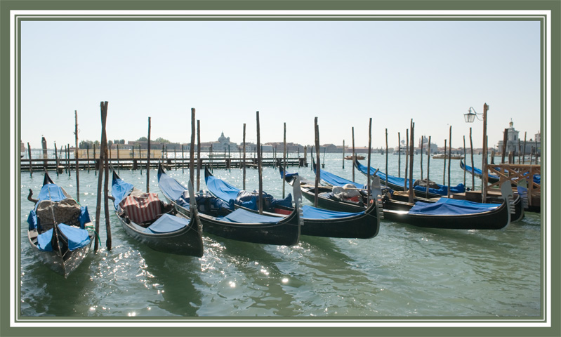 "photo ""Parking of the Venetian carriages"" tags: travel, landscape, Europe, water"