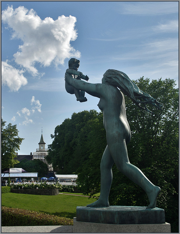 "photo ""Sculpture park Gustave Vigellana, Oslo. Motherhood"" tags: architecture, travel, landscape, Europe"