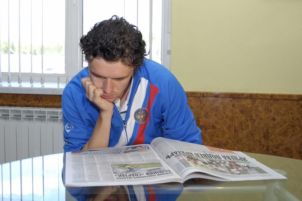 """фото """"Посмотрим, посмортим, что там нового про футбол пишут"""" метки: спорт, портрет, мужчина"""