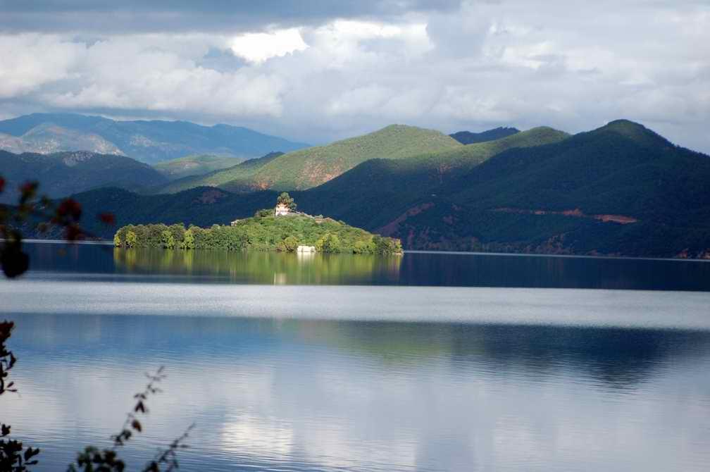 "photo ""Lugu Lake"" tags: travel, landscape, Asia, water"
