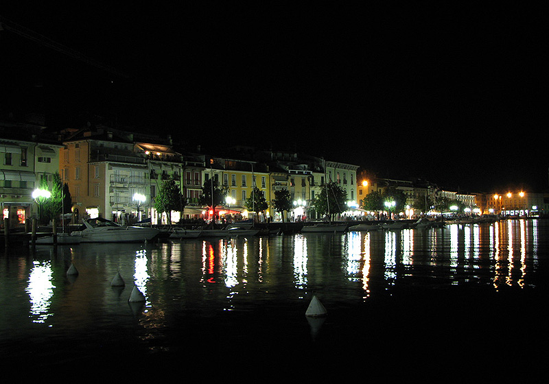 "photo ""Salo, Lago di Garda, Italia"" tags: landscape, travel, Europe, night"