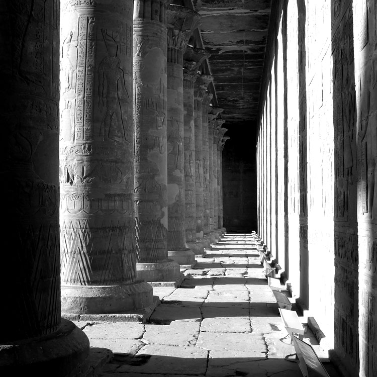 "photo ""Edfu Temple"" tags: black&white,"
