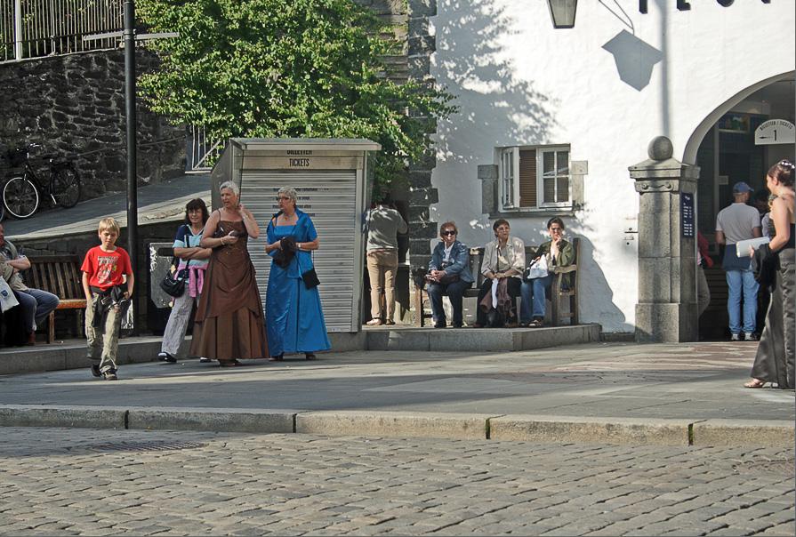 "photo ""Norway and Norwegians. Ladies."" tags: travel, genre, Europe"