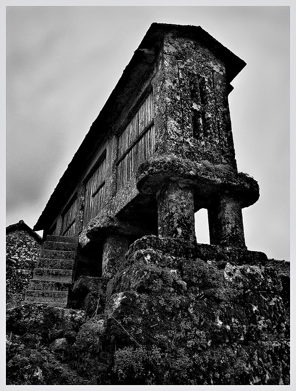 "photo ""old stones"" tags: black&white, architecture, landscape,"