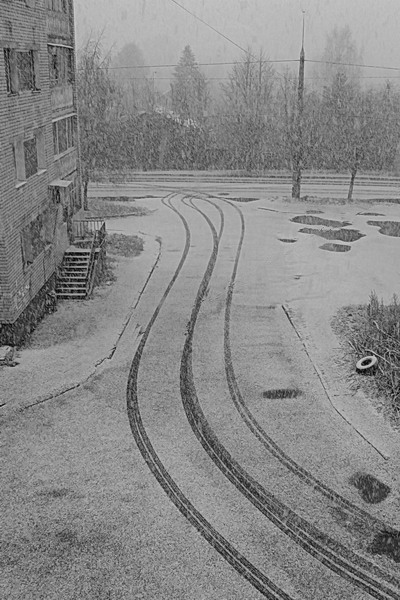 """фото """"А из нашего окошка - только улица немножко..."""" метки: город, черно-белые,"""