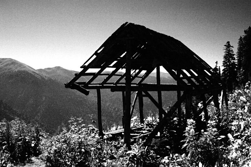 """фото """"Враги сожгли родную хату"""" метки: пейзаж, черно-белые, горы"""