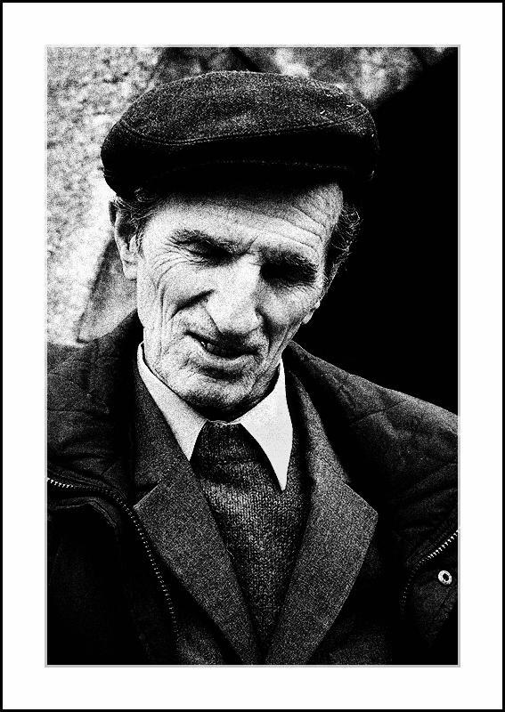 "photo ""Ghid Muzeul din ""Rosia Montana"""" tags: portrait, black&white, man"