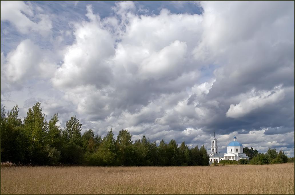 "photo ""Church in Vseluki."" tags: landscape, clouds"