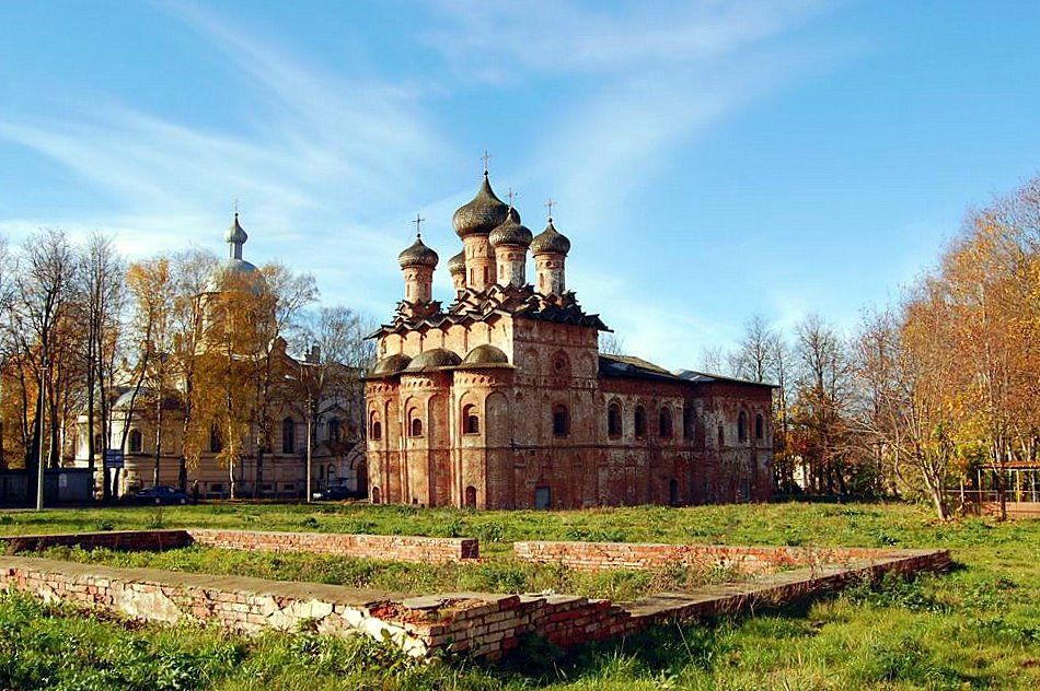 "фото ""Бывший монастырь .... когда то..."" метки: архитектура, пейзаж,"