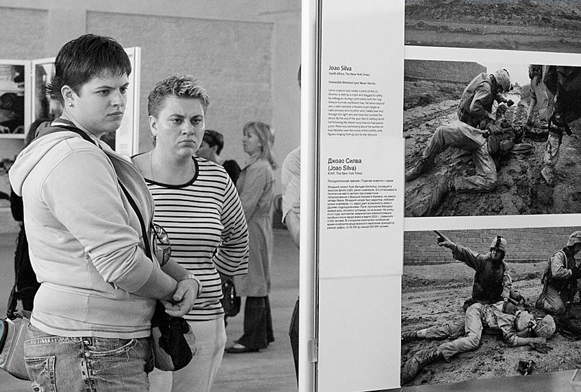 "photo ""world press photo'07. moscow"" tags: reporting, black&white,"