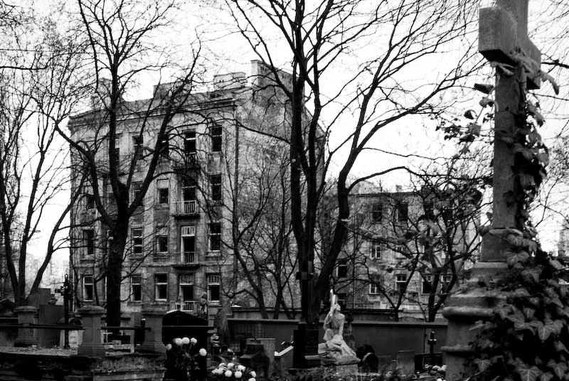"photo ""House of Dead"" tags: city, black&white,"