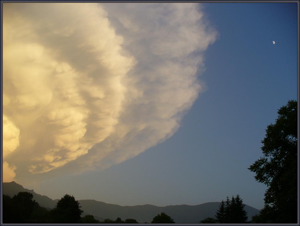 "photo ""Invasion"" tags: landscape, clouds, mountains"