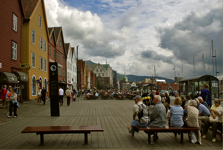 "photo ""Bergen-town tourists"" tags: architecture, genre, landscape,"