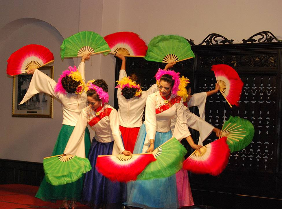 """photo """"in  the dance is rolling the beauty"""" tags: genre, travel, Asia"""