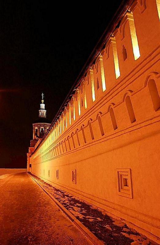 """фото """"монастырская  стена...  Свято Данилов монастырь 2008 г."""" метки: город,"""