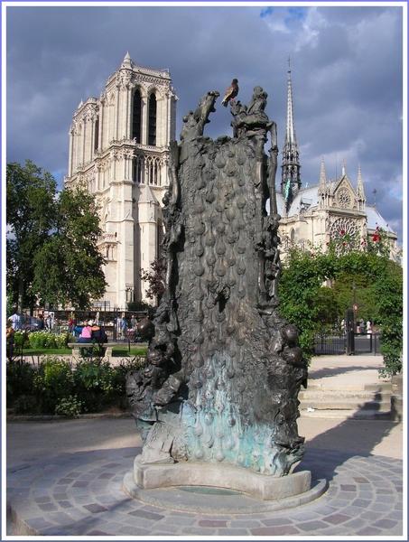 """photo """"Fountain in square  Viviani."""" tags: architecture, travel, landscape, Europe"""