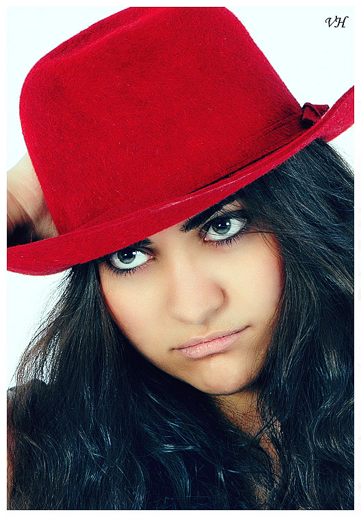"photo ""Red hat"" tags: portrait, woman"
