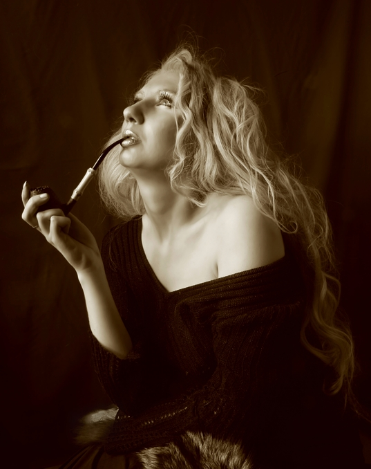 "photo ""Women & Pipe"" tags: portrait, glamour, woman"