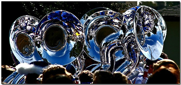 "photo ""Tubas"" tags: reporting, city,"